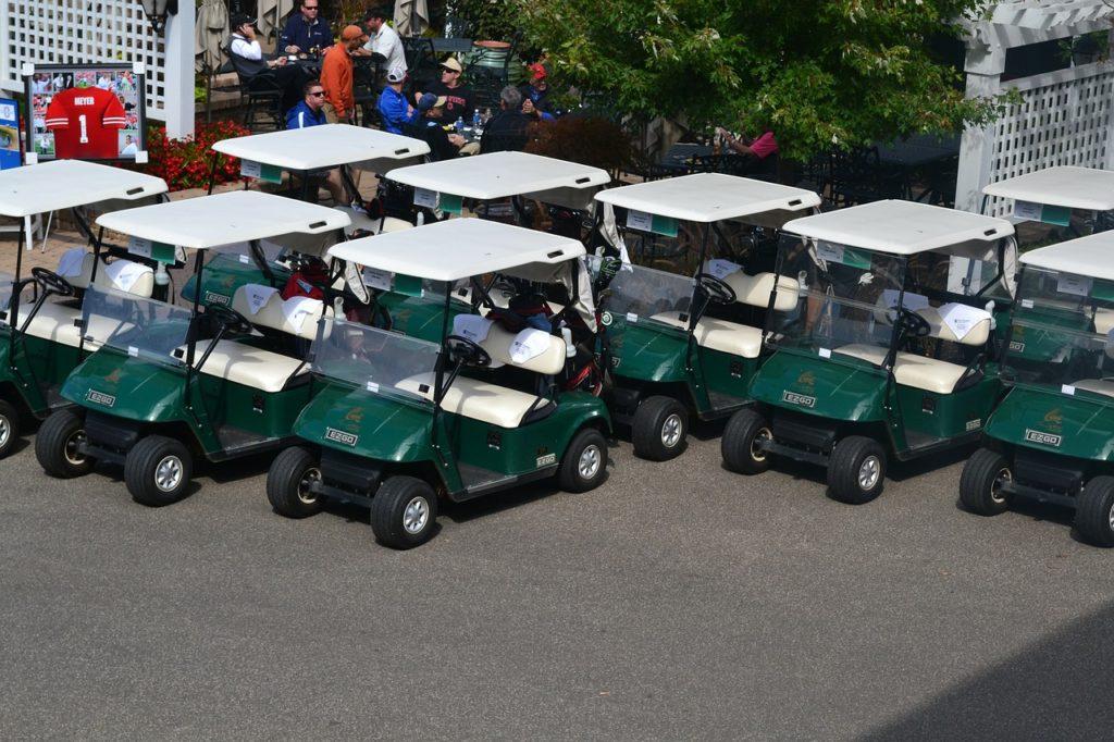 golf club socialize